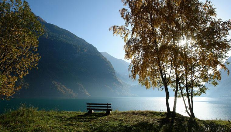 Поскьяво Lago Poschiavo - Bernina Express или красный швейцарский поезд