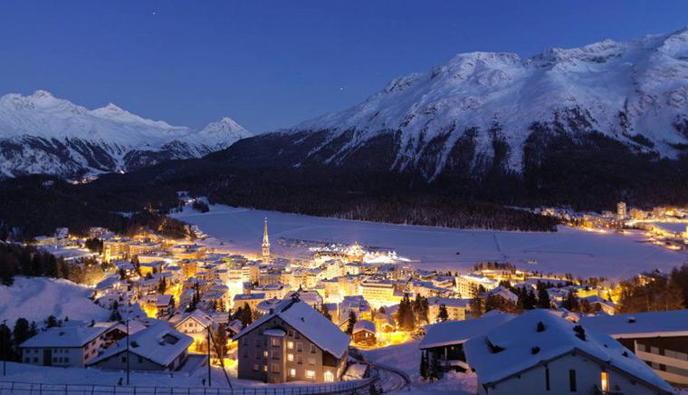 Мориц St. Moritz Город вечером 3 - Bernina Express или красный швейцарский поезд