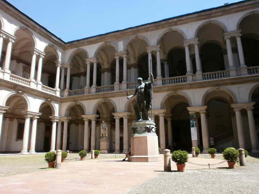 Pinacoteca di Brera   Milano   il cortile interno - Лучшие Музеи Милана. Часть 1