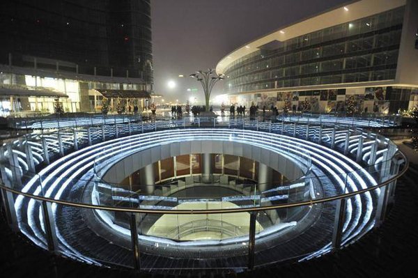 Piazza Gae Aulenti negoziamilano.com  - Куда сходить на каток в Милане?