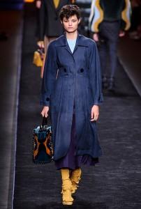 Fendi RF16 0689 202x300 - Лучшие показы женской недели моды в Милане осень-зима 2016-17