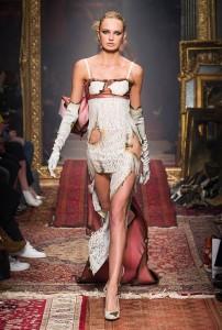 Moschino RF16 3177 202x300 - Лучшие показы женской недели моды в Милане осень-зима 2016-17