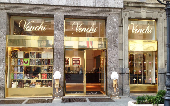 Venchi negozio Milano - Запаситесь цветами и шоколадом - поздравьте женщин с 8 марта!