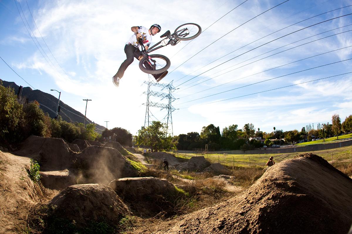 mtbdirt - Первый городской парк экстремального велоспорта в Монце