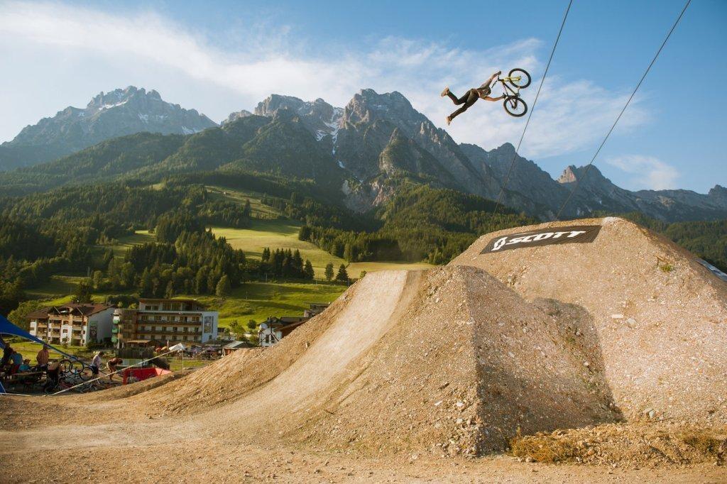 sam reynolds superman seatgrab 26trix leogang 1024x682 - Первый городской парк экстремального велоспорта в Монце