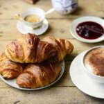 Croissant sul tavolo 800x534 150x150 - Типичный миланский завтрак - секрет хорошего настроения?