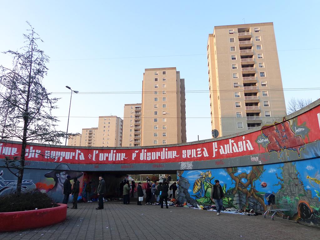 Milano Bonola sottopasso banchetti - 10 самых опасных районов Милана