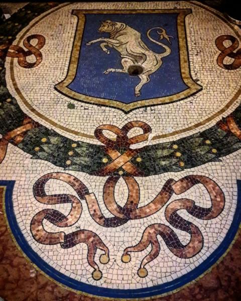 Герб Турина в галерее Витторио Эмануэла II