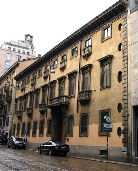 ачербо 487x600 - 5 секретов Милана, о которых вы не знали раньше
