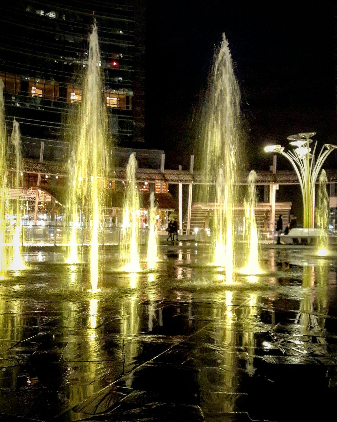 на площади Гае Ауленти - Взгляд на Милан в фотообъектив от Арины Карабановой