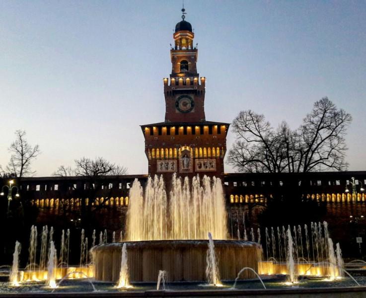Замок Сфорцеско вечером