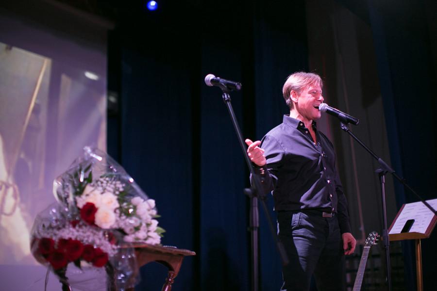 Харатьян в Милане 900x600 - Дмитрий Харатьян: «Люблю быть благодарным... И жизнь отвечает мне тем же.»