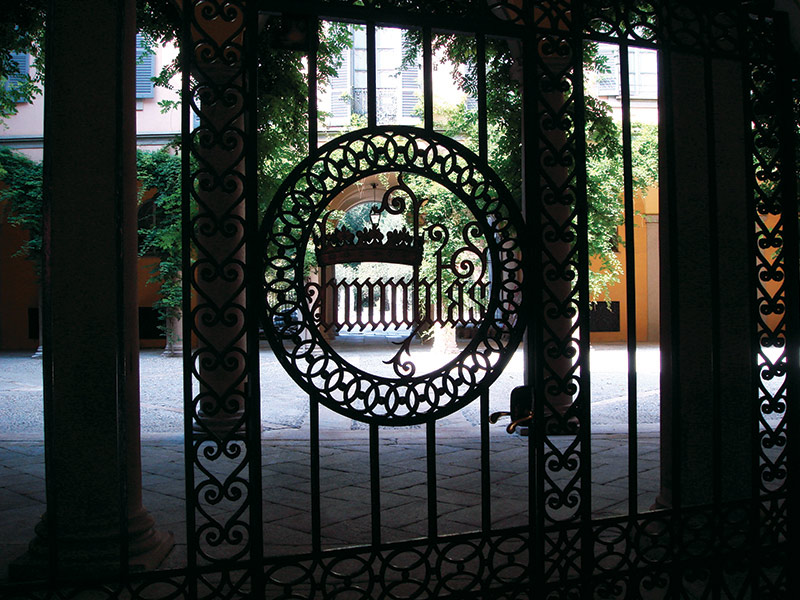 Via Manzoni foto 3 - Ускользающая красота: дворики Милана