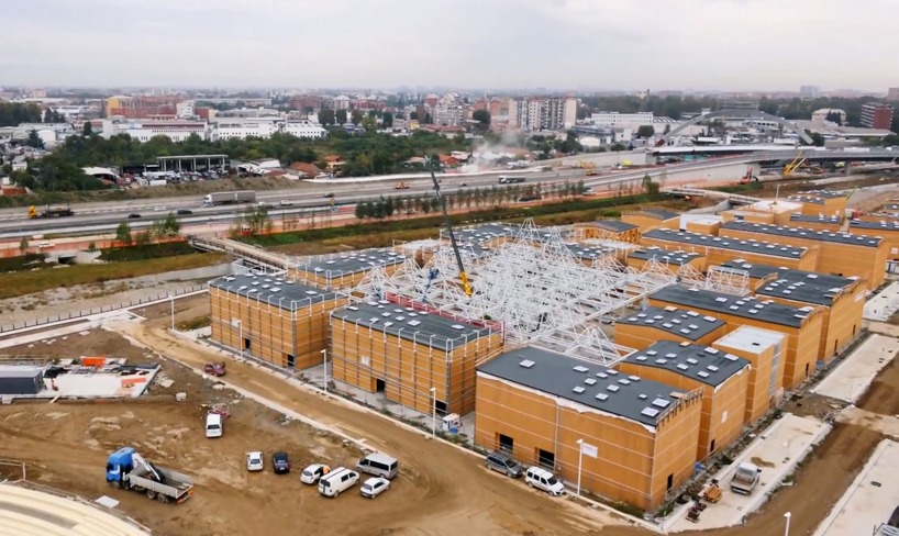 Кадры показывают колоссальный масштаб строительства выставка, которая откроется 1 мая 2015 года