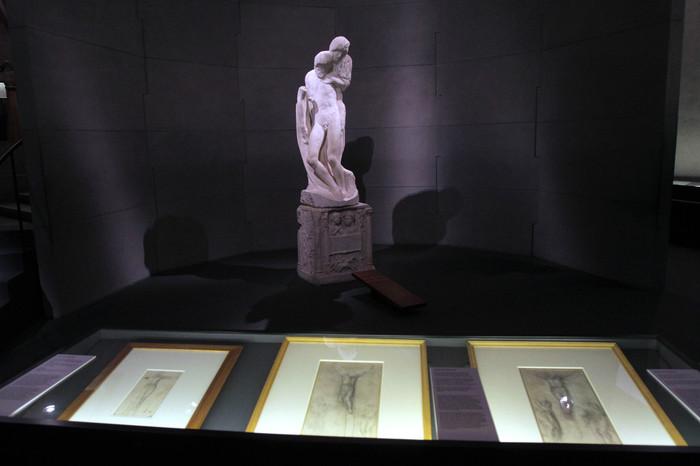 """La Pietà Rondanini, l'opera di Michelangelo esposta nella mostra """"L'ultimo Michelangelo"""" che si inaugura domani 24 marzo 2011 al Castello Sforzesco a Milano. MATTEO BAZZI / ANSA"""