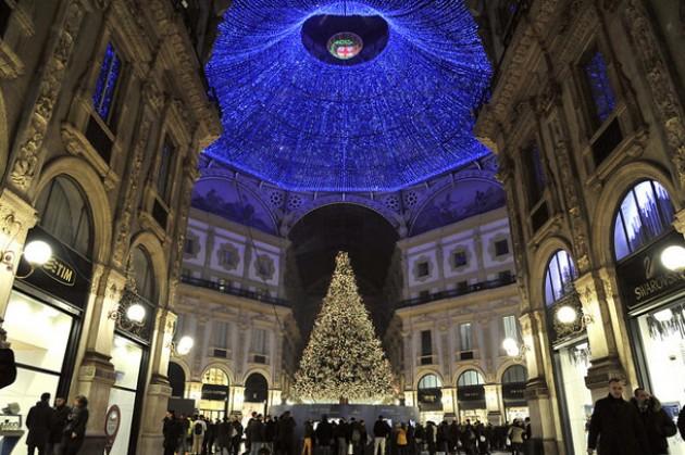 f1_0_a-milano-il-natale-si-illumina-con-l-albero-di-swarovski