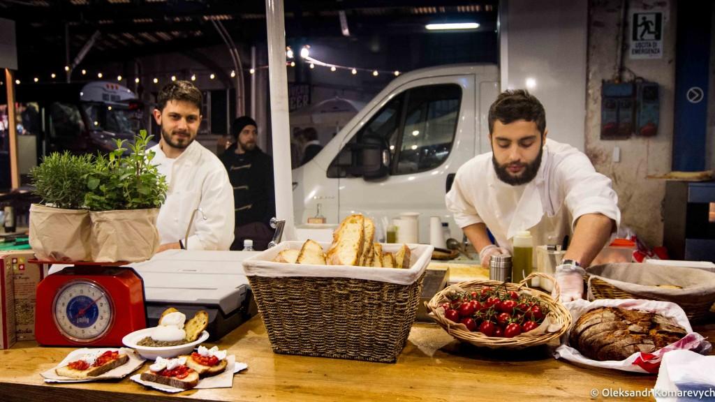 барахолка еды в Милане