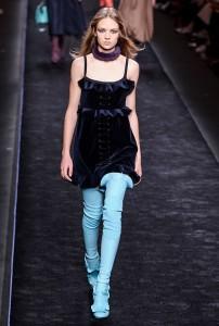 Fendi RF16 0809 202x300 - Лучшие показы женской недели моды в Милане осень-зима 2016-17