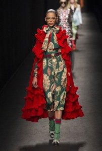 Gucci RF16 1260 202x300 - Лучшие показы женской недели моды в Милане осень-зима 2016-17