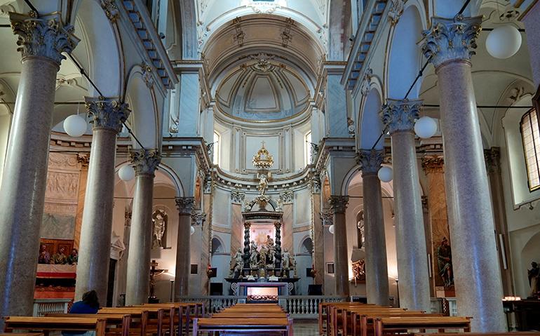 Interni Chiesa di San Sepolcro Milano - Новые места: Милан впечатляющий