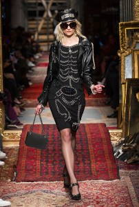 Moschino RF16 2935 202x300 - Лучшие показы женской недели моды в Милане осень-зима 2016-17