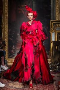 Moschino RF16 3385 202x300 - Лучшие показы женской недели моды в Милане осень-зима 2016-17
