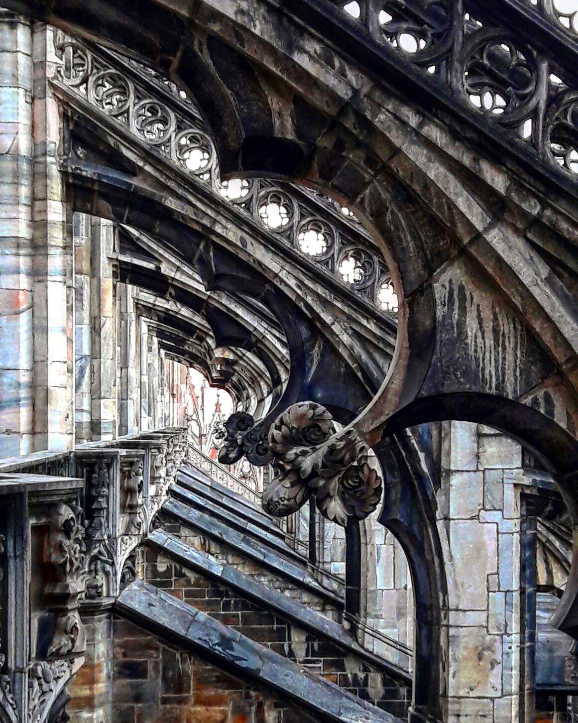Статуи на крыше дуомо в Милане