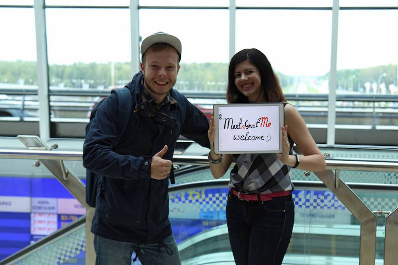 Лена встречает Сашу в Минском аэропорту