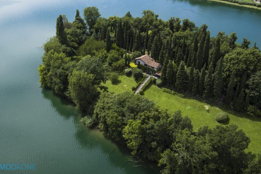 isola cipressi 900x600 - Виллы Ломбардии: красивое наследие