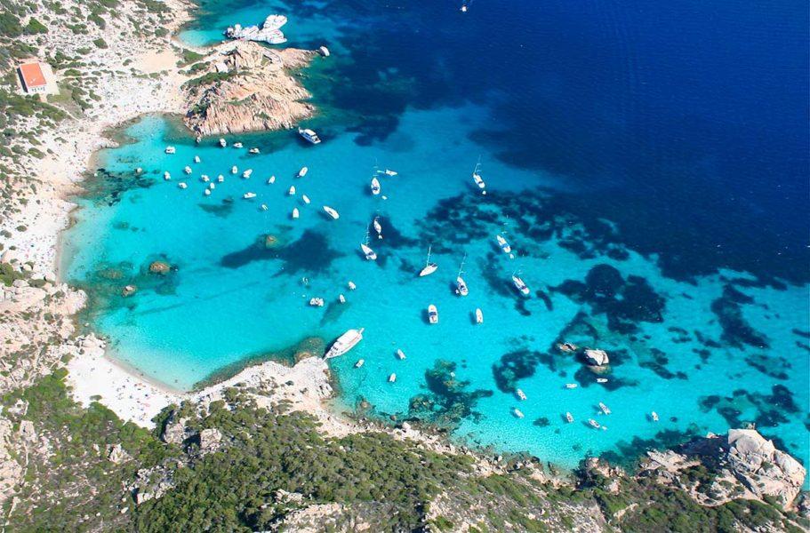 maddalena 911x600 - Самые красивые пляжи Италии