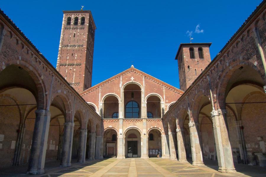 Святого Амвросия 900x600 - 7 храмов и церквей Милана, в которые надо обязательно зайти