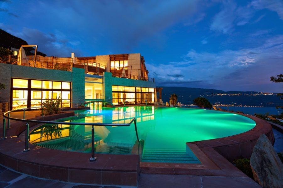 Lefay Resort SPA Lago di Garda at night ISC317 901x600 - 7 SPA отелей в Милане и окрестностях