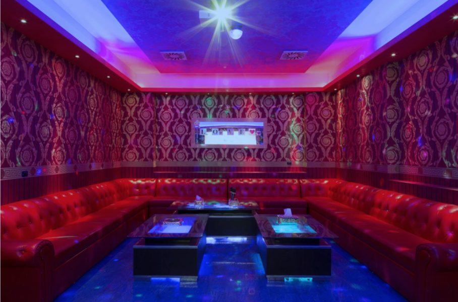 karaoke sarpi 908x600 - Караоке в Милане: 5 заведений