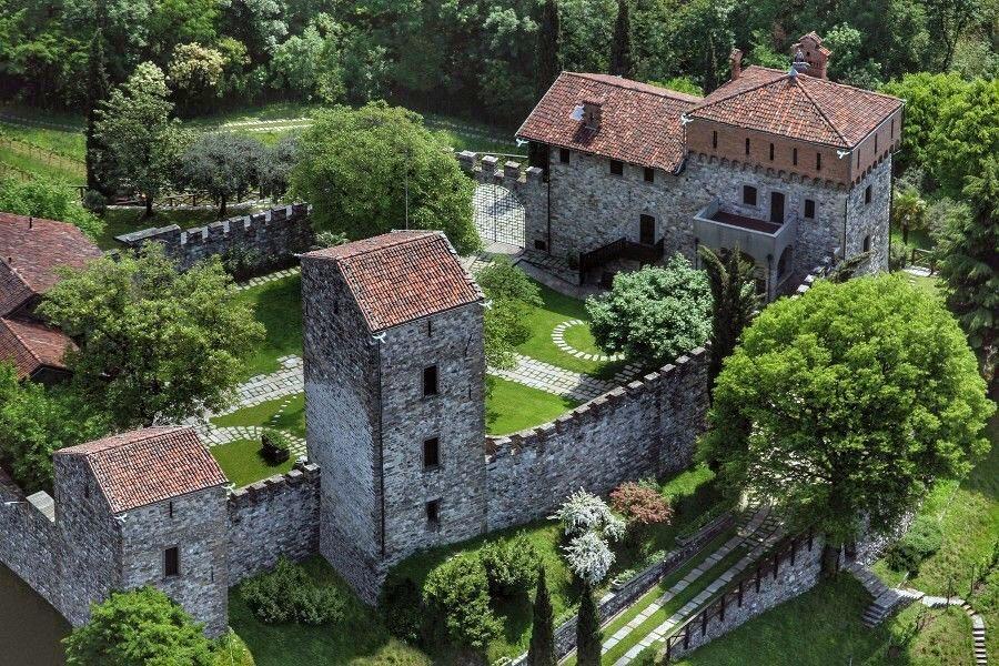 Castello di Rossino 900x600 - За один день: средневековые замки, дворцы и виллы Ломбардии