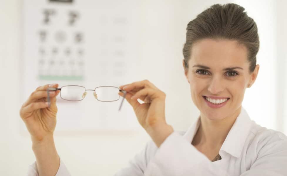 oftalmo carones 977x600 - Важные адреса: 6 медицинских центров в Милане