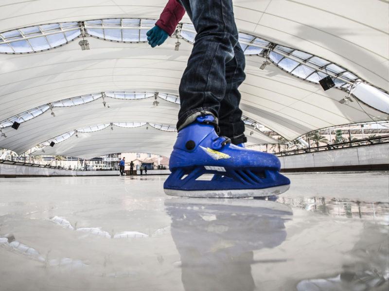 pattine 800x600 - Праздник к нам приходит: где кататься на коньках в Милане