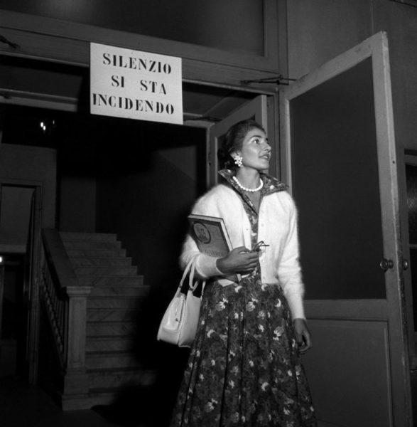 maria callas  587x600 - Карты, деньги и Ла Скала: 10 интересных фактов о театре Ла Скала
